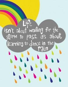 """""""A vida não consiste em esperar a tempestade passar, mas sim aprender a dançar na chuva"""""""