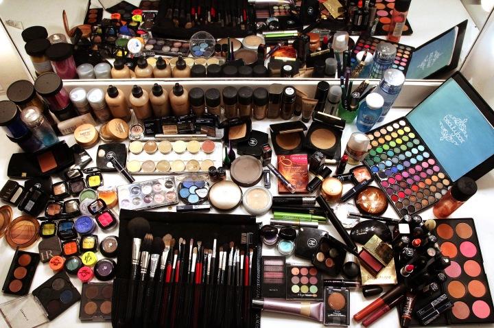 Mesa de maquiagem dos sonhos!! Muito além do kit básico!