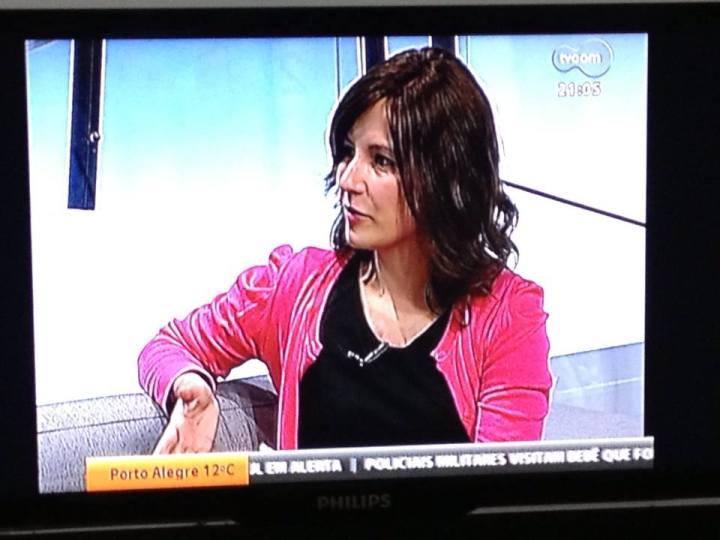 Penelope (meu novo cabelo) e eu falando ao vivo na TVCOM!!