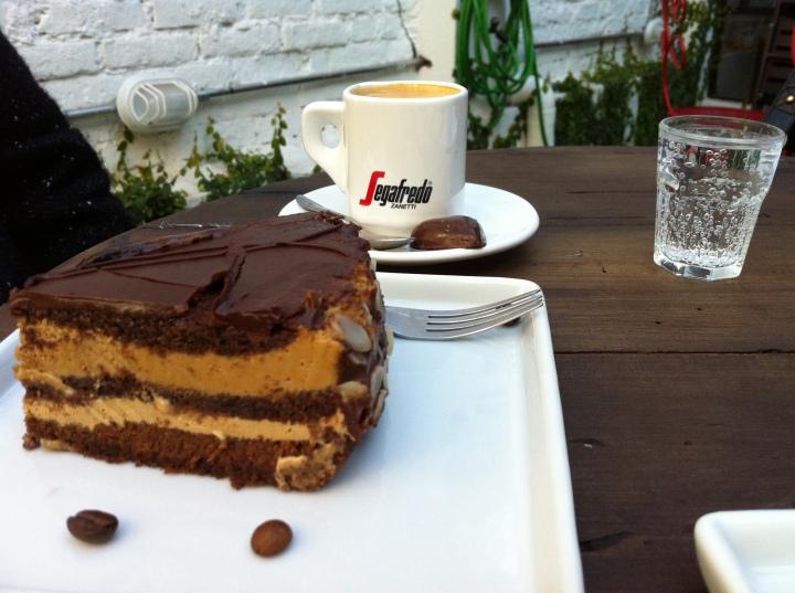 Torta Genoise de café e carioquinha