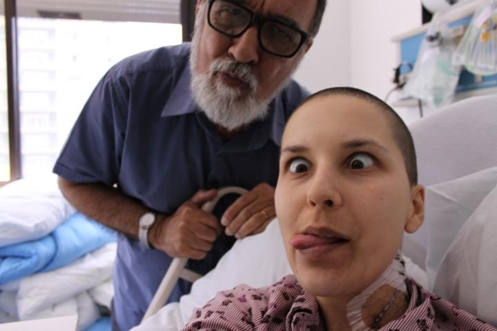 Pai e eu brincando com a câmera. Com mais leucócitos eu já estava me sentindo bem melhor!!!