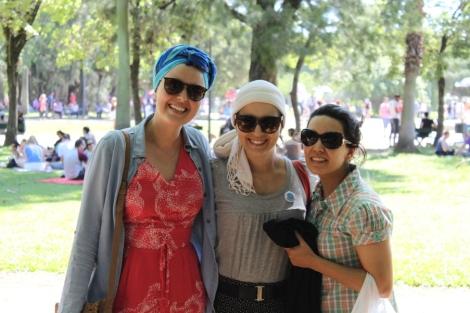 Escadinha: Joy, eu e Paula passeando no parque