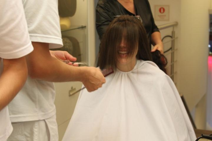 Depois de 2 anos de tratamento, Joy cortando o cabelo!!!! Emoçãããão!!!!
