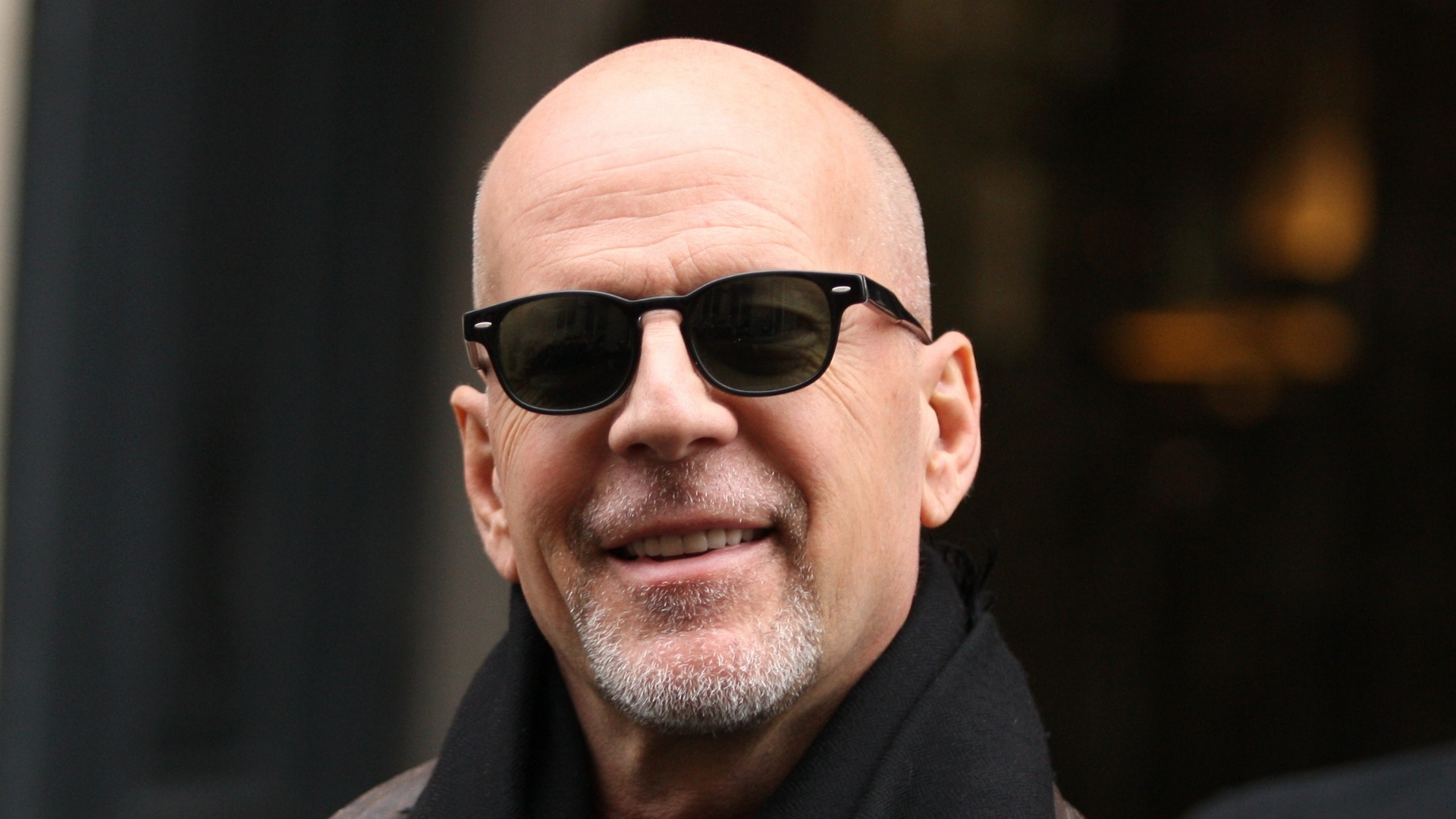 Sem falar nos óculos de sol, que são muito estilosos e protegem os olhos da claridade - Bruce Willis é fã!!