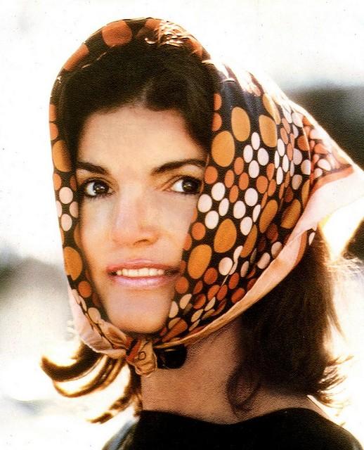 Me sinto a Jackie O quando uso um lenço fino!