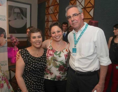Paciente Alexandra, Camila e dr. Barrios, diretor do Instituto do Câncer do HMD