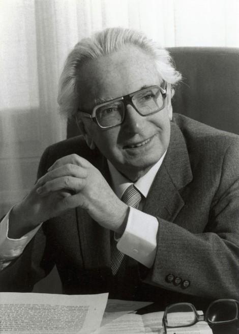 Frankl já como psiquiatra renomado. Ele faleceu em 1997, aos 92 anos.