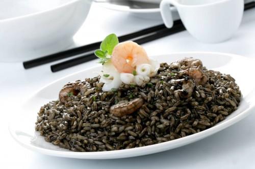 Prato feito com arroz negro