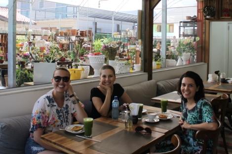 Tomamos café da manhã no Mercado São Jorge