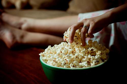Às vezes, comer pipoca vendo filme pode ser a alegria do dia!